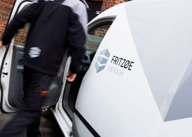 Affair har designet Fritzøe Eiendoms logo og grafiske profil. Oppdraget inkluderte også dekor av biler.